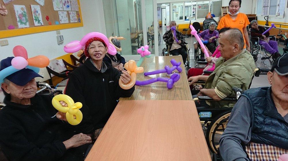 幸福院區-折氣球活動